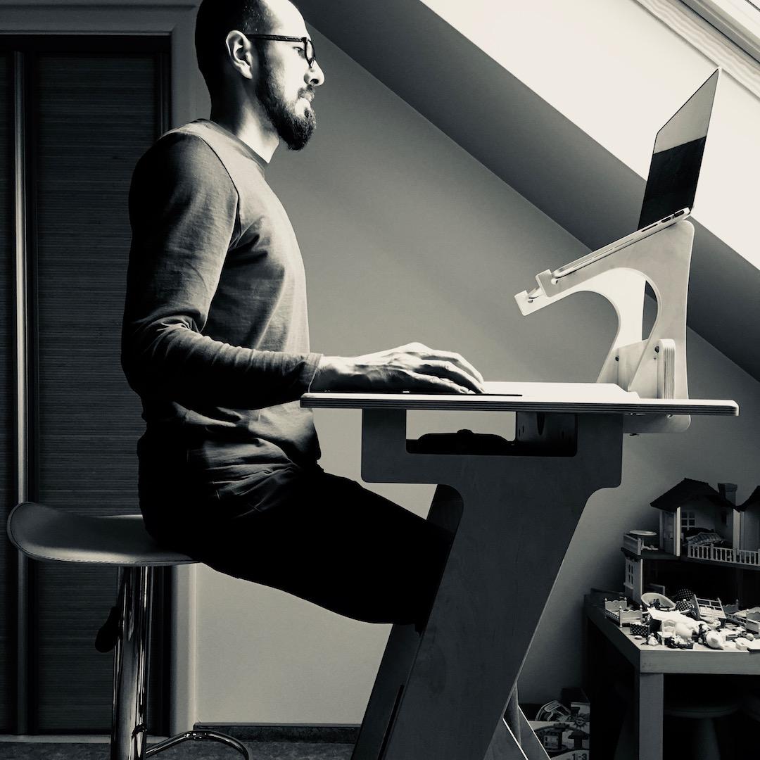 Standidesk hele sandheden om den ergonomiske kontorstol 1