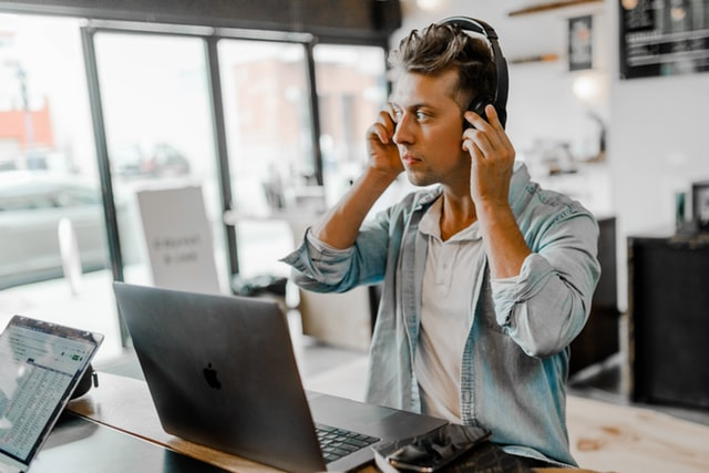 Lucrez cu un birou permanent pentru mine?